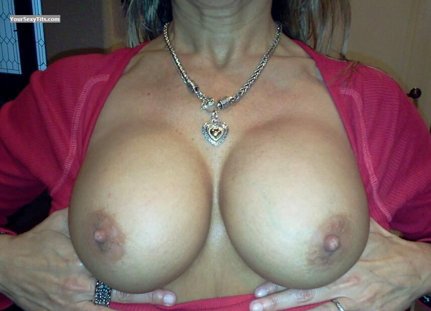 Tit Flash: Big Tits - Eva from United States